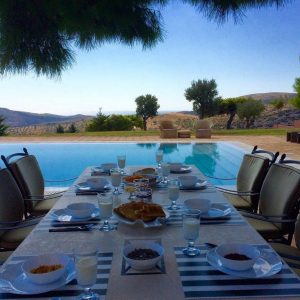 level-0-distefi-hills-villa-yard-2-lounge-by-the-pool