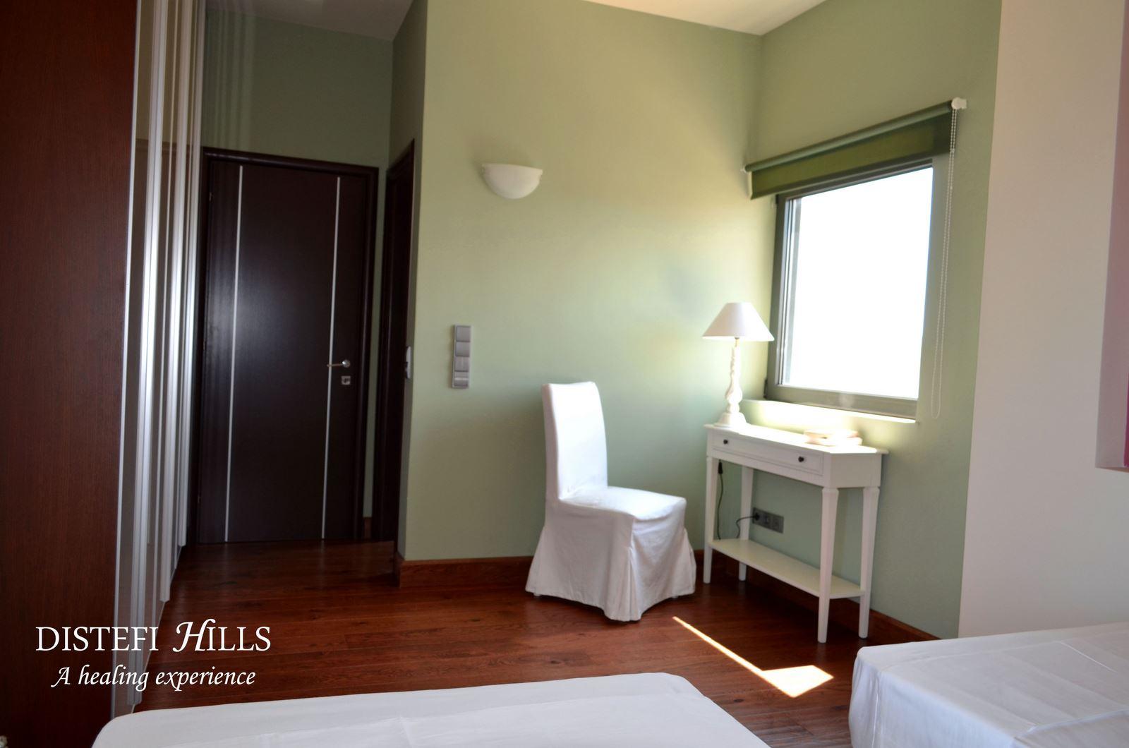 ste-ensuite-bedroom--distefi-hills-villa-3